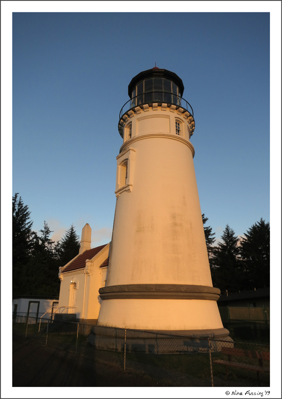 Umqua Lighthouse turns pink at sunset