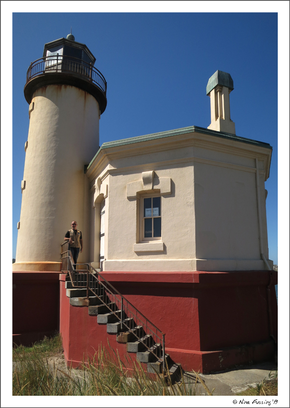 Paul poses at the lighthouse door & Back \u201cOn The Job\u201d -\u003e Lighthouse Hosting At Coquille River ... Pezcame.Com